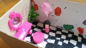 idée pour occuper les enfants : la maison fabriquée dans une boîte à chaussures