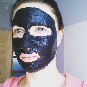 La paraffine du masque pour la personne des boutons