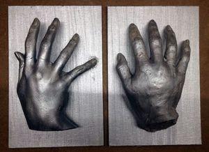 Keep playing (sculpture en plâtre sur carton, peinture acrylique / 20 x 15 x 4,7 cm)