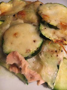 Gratin ravioles du dauphiné, saumon, courgettes