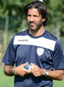 M.Madar.   Coach de l'As Cannes.