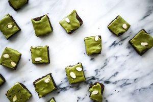 cách làm bánh Matcha Glaze Brownies hấp dẫn
