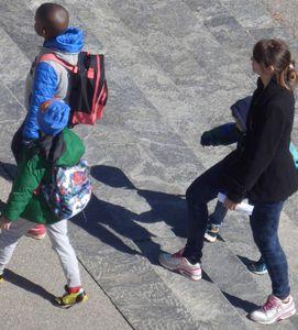 La présence d'un adulte assure l'enfant