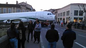 Tarbes : un Airbus bloque la circulation pendant 4 heures.Vidéo.