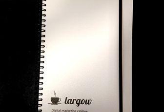 Un cahier personnalisé blanc nacré pour Largow....