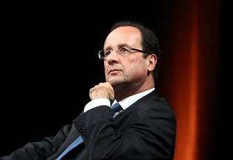 Hollande cogite à un remaniement