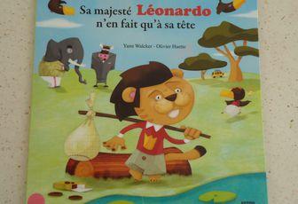 Chut, les enfants lisent: Sa majesté Léonardo n'en fait qu'à sa tête