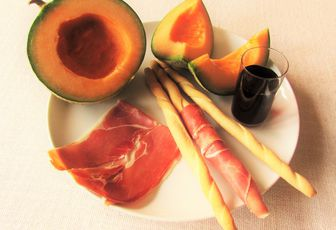 Melon, porto, jambon cru & gressins