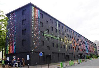Mademoiselle Maurice donne des couleurs aux murs