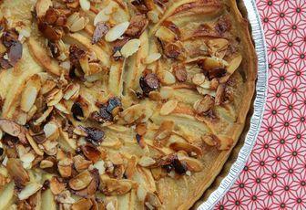 Tarte aux pommes, crème de cannelle & amandes caramélisées