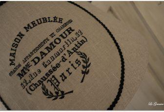 """Lampadaire patine noire """"Maison meublée Mme Damour"""""""