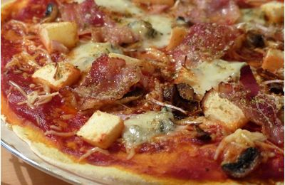 Pizza bacon, pomme, gorgonzola