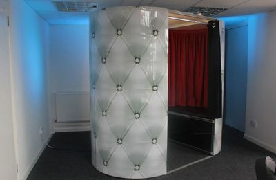 Hire Photo Booth Props to Add Fun and Glamour to Your Parties