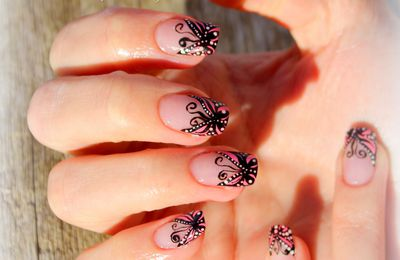 Nail art French Papillon