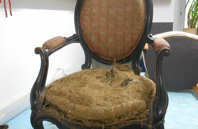 Réfection complète d'un fauteuil Napoléon III d'époque !