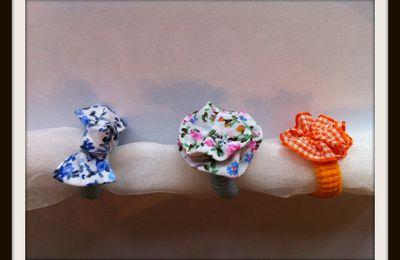 Faire des minis chouchous avec un petit noeud ou petite fleur