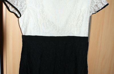 Robe Vero Moda écrue et noire neuve : 55 euros