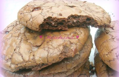 Giant cookie-brownie aux pépites de chocolat et carambar