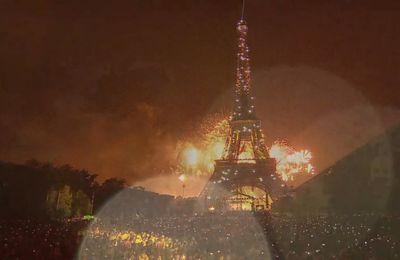 14 juillet 2013: à Paris le feu d'artifice de la Tour Eiffel