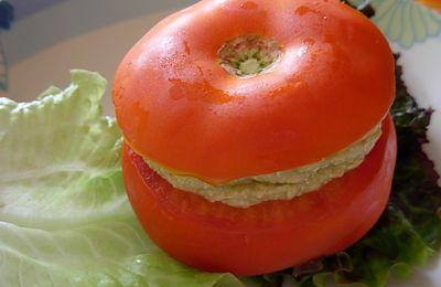 Tomates farcies à la crème d'avocat (vegan)