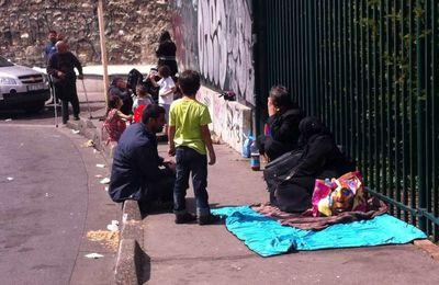 Solidarité avec les réfugié-e-s syrien-ne-s de la porte de Saint Ouen