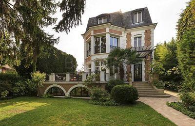J'hésite entre le château des Fillon ou celui des Le Pen...