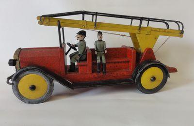 jouet camion de pompiers en bois allemand