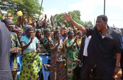 En marge de son discours d'Etat a la nation  Boni Yayi visite les chantiers ouverts à Porto-Novo
