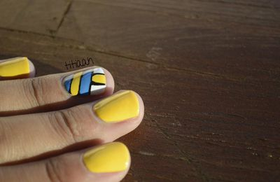 [nail art] un ballon, un filet, du sable...