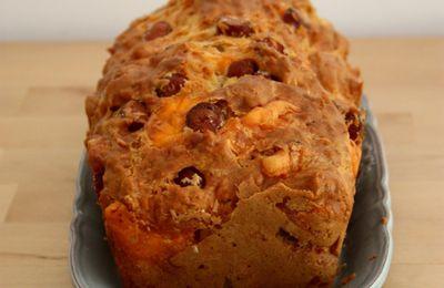 Apéritif dinatoire #51 - Cake salé aux knackis et à la mimolette