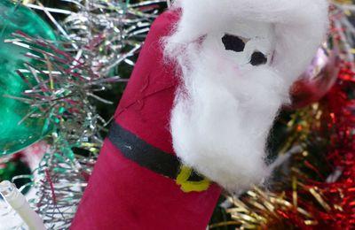 Un Père Noël pour le sapin.
