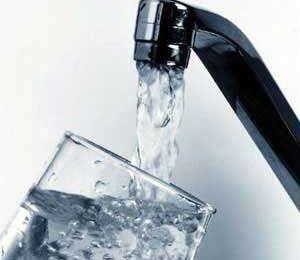 L'eau du robinet contient-elle des sels minéraux ?