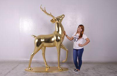 Nous préparons déjà les décorations pour Noël ,pendant que d'autres sont encore en vacances ......voici un nouveau renne en finition couleur or