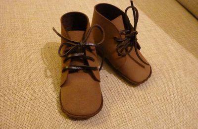Fabrication de chaussures pour bébé en cuir