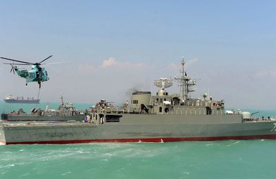 Iranian Navy disrupts pirate attack