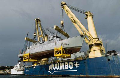 Embarquement de deux CMT sur le cargo Jumbo Jubilee