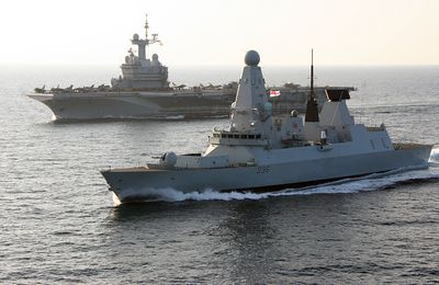 HMS Defender joins French carrier on counter Dash operations