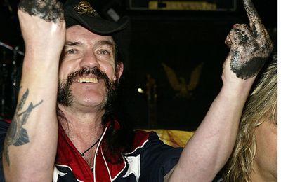 """Le chanteur du groupe MOTORHEAD est mort paix a son âme,a son chapeau, et ses moustaches un vrai """"as de pique""""  qui brillera dans la galaxie du METAL,  voici Ace of Spades !"""