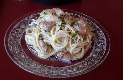 Spaghettis aux crevettes et moules
