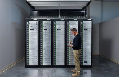 Batterie domestique : Schneider moins cher que Tesla avec l'EcoBlade