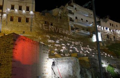 Le Continental et la muraille de la Médina de Tanger la nuit (2 photos)