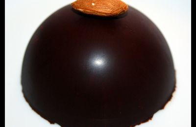 Nougat glacé en dôme de chocolat