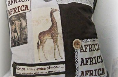 """Coussin  Africa ..."""