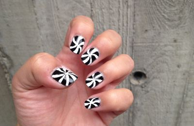 Nail art hyptnotique black & white