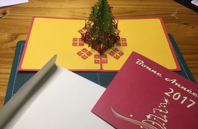 Carte de Noël sapin en kirigami (découpage laser avec logiciel benbox après avoir numérisé au scanner))