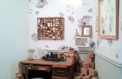 A bitter sweet legacy, une exposition conçue comme une mise en scène par Sandra Aubry et Sebastien Bourg.