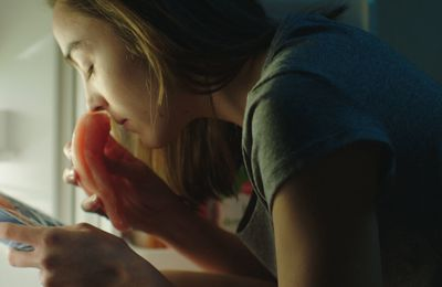 Grave : un film français interdit aux mineurs aux Etats-Unis et en Grande-Bretagne, vient d'être interdit aux -16 ans en France