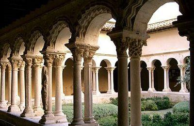 Le cloître de la cathédrale Saint-Sauveur