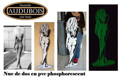Nue de dos en pvc phosphorescent