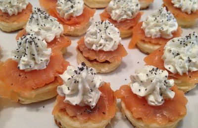 Mini Blinis au saumon et sa garniture
